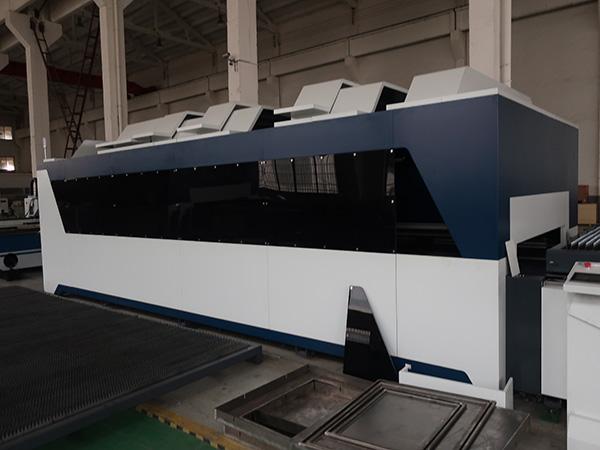 1000wステンレス鋼の炭素鋼の鉄の金属CNCの薄板金繊維レーザーの打抜き機の価格