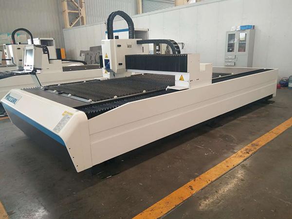 中国の機械類の熱い販売400W 600Wの安い薄板金CNCレーザーの打抜き機の価格